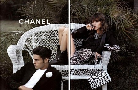 La única imagen masculina hasta ahora publicada de la campaña Primavera-Verano 2011 de Chanel