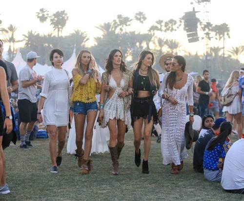 Coachella versus la realidad... lo que de verdad debes llevar a un festival