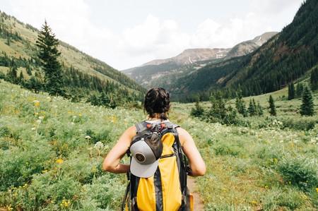 Esto es todo lo que necesitas para practicar senderismo este verano de la forma más segura