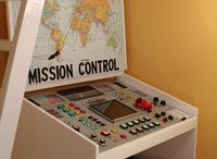 Un impresionante escritorio de trabajo que se convierte en un panel de control de la NASA