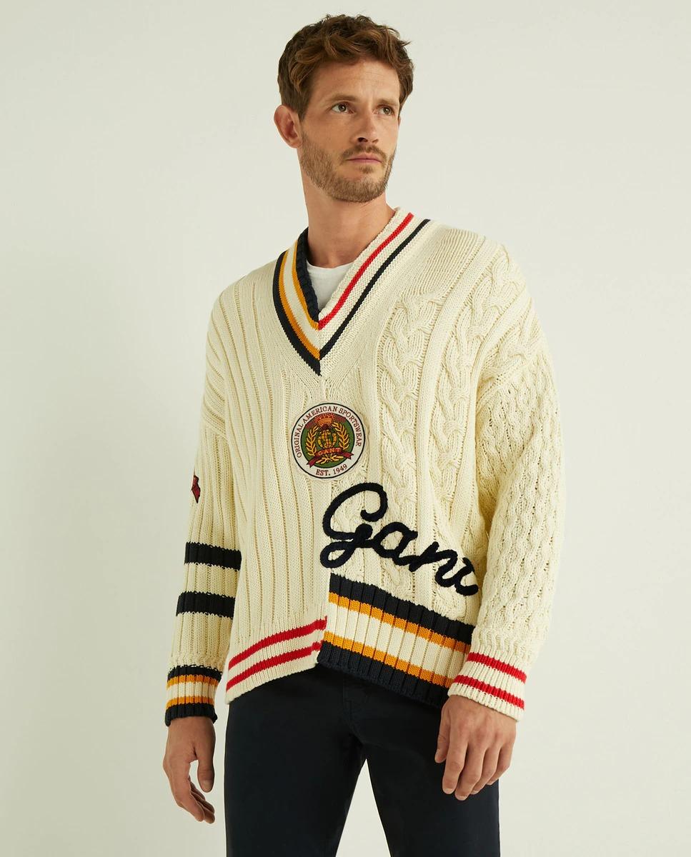 Jersey de hombre con el cuello de pico beige