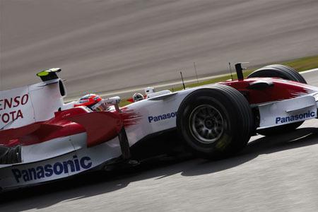 Toyota amenaza el cuarto puesto de Renault