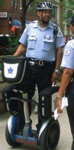 La policía de Chicago patrulla con Segways