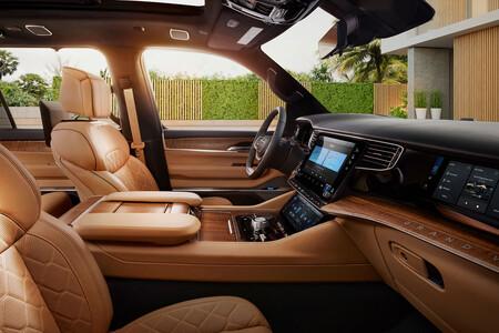 El Jeep Grand Wagoneer 2022 podrá incluir un total de 75 pulgadas en pantallas: integrará Amazon Fire TV y tendrá hasta 11 USB