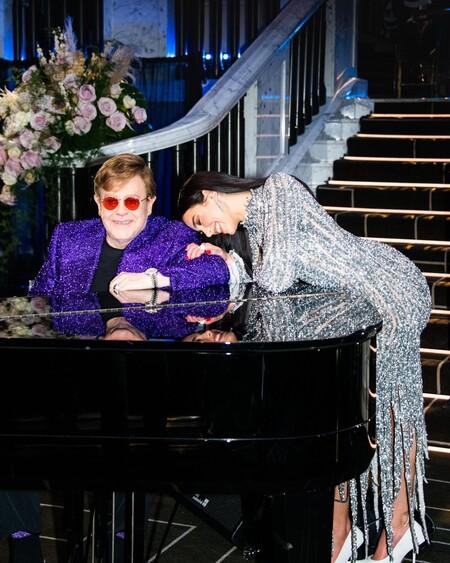 Dua Lipa no estuvo en la alfombra roja de los Oscar 2021, pero sus looks en la fiesta de Elton John fueron los mejores de la noche
