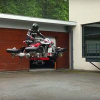 La moto Lazareth de cuatro turbinas ya vuela 'sin ruedines' en este vídeo, aunque sigue pareciendo humo