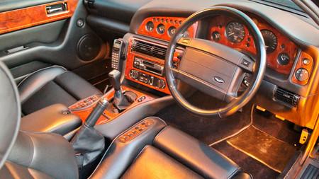 El Aston Martin V8 Vantage V550 de Elton John, a subasta