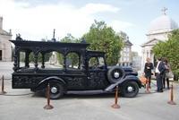 El coche fúnebre de 1938 que se expone en Vigo