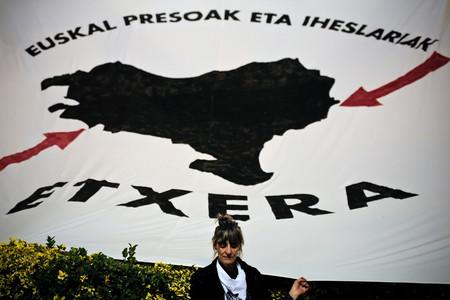 """""""Rebelde"""", no terrorista: la lógica editorial de la BBC para Josu Ternera, ETA y otros grupos armados"""
