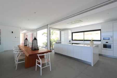 Iconic White Kitchen Strato Floor 2 Lr