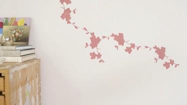 Cómo pintar la pared con una plantilla decorativa: paso a paso