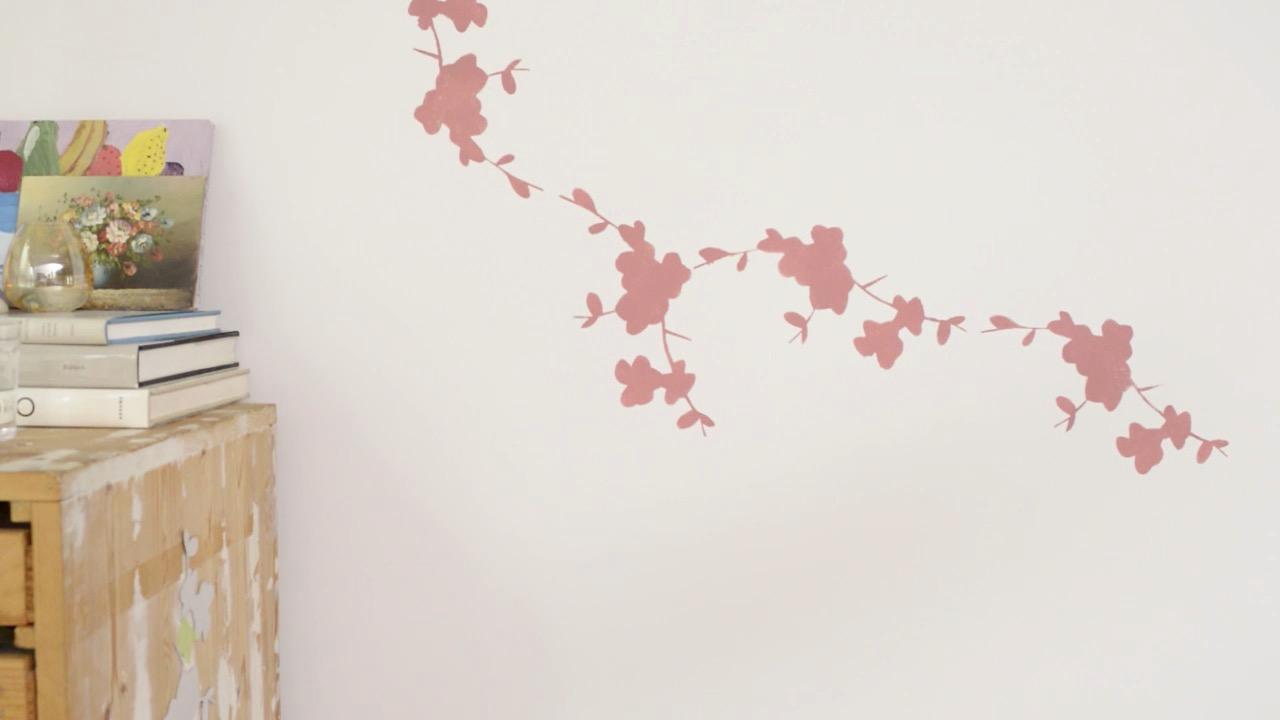 C mo pintar la pared con una plantilla decorativa paso a paso - Plantillas de mariposas para pintar ...