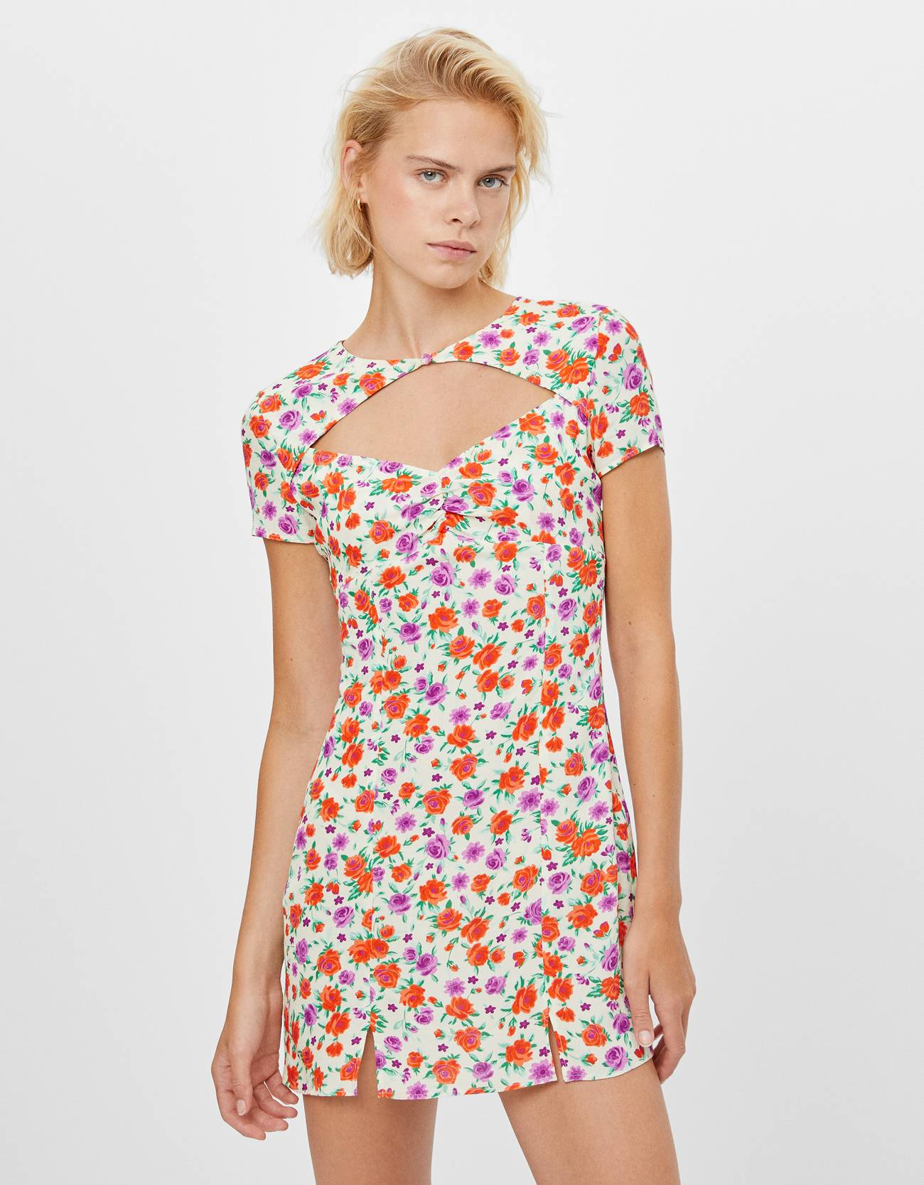 Vestido con estampado de flores.