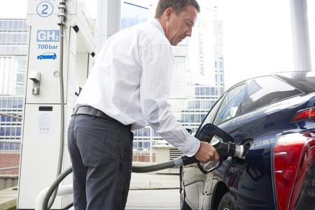 En plena guerra comercial, Japón y Francia se alían para liderar el hidrógeno, las baterías y la conducción autónoma