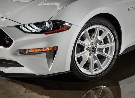 Ford Mustang Ice White Edition 2022