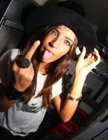 Sara Carbonero te saca la lengua y te hace una peineta