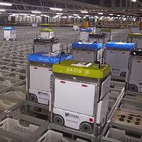 """1.100 robots autónomos que """"hablan"""" por 4G y procesan 65.000 pedidos a la semana: así se procesan los pedidos en Ocado"""