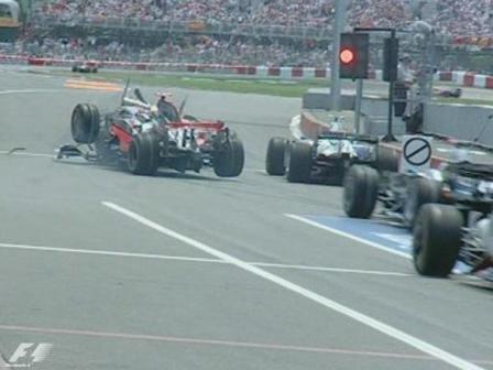 Lewis Hamilton se comió el rojo