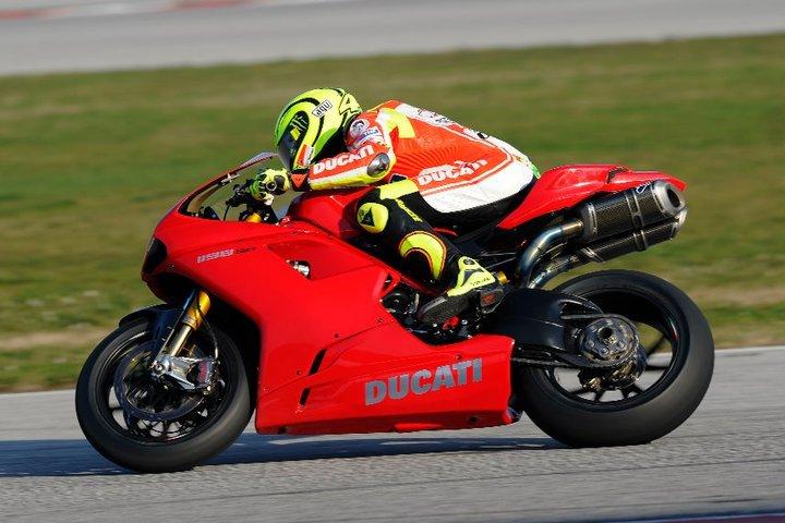 Foto de Valentino Rossi y la Ducati 1198 SP (3/8)
