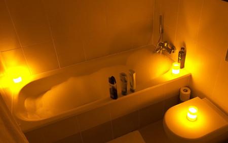 Un baño o ducha con agua caliente ayuda a dormir bien