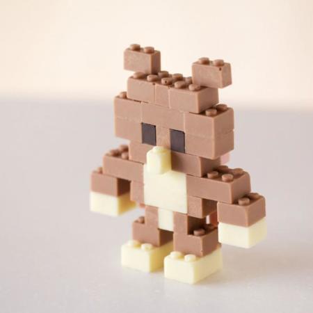 Unos originales postres hechos con ladrillos Lego de chocolate