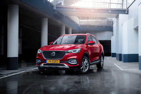 El nuevo MG EHS es un SUV híbrido enchufable de 258 CV que llega a España desde China por 34.000 euros