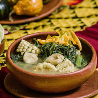 Sopa de guías con chochoyotes. Receta oaxaqueña tradicional