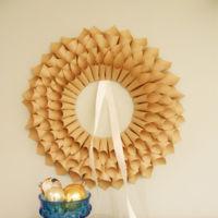 Corona con cucuruchos de papel