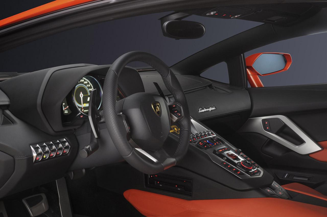 Foto de Lamborghini Aventador LP700-4 (23/62)