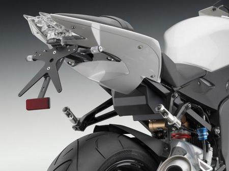 BMW S 1000 RR con Kit Rizoma detalle portamatrículas