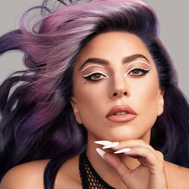 Lady Gaga nos muestra el perfecto maquillaje de ojos en el que inspirarnos este verano en su última campaña de Haus Laboratories