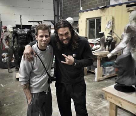 Zack Snyder y Jason Momoa ofrecen un teaser de Justice League (atentos a los detalles del fondo)
