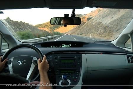 Por la autopista con un Prius