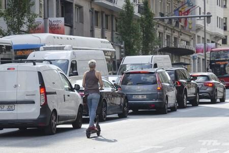 La DGT pedirá un certificado para el uso de patinetes eléctricos y limitará más la velocidad en ciudad a motos y coches