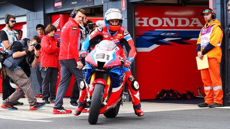 No quedan motos oficiales libres en Superbikes para 2021: Michael Ruben Rinaldi ficha por Ducati y Leon Haslam renueva con Honda