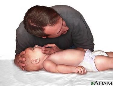 Primeros auxilios: reanimación cardiopulmonar a un bebé (I)