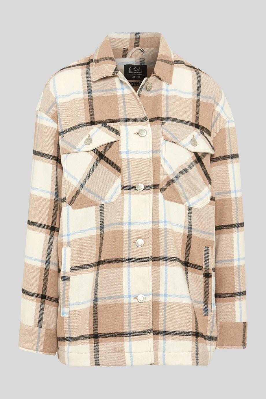 La chaqueta de cuadros de Clockhouse en estilo de franela da ganas de lucir looks de otoño informales.