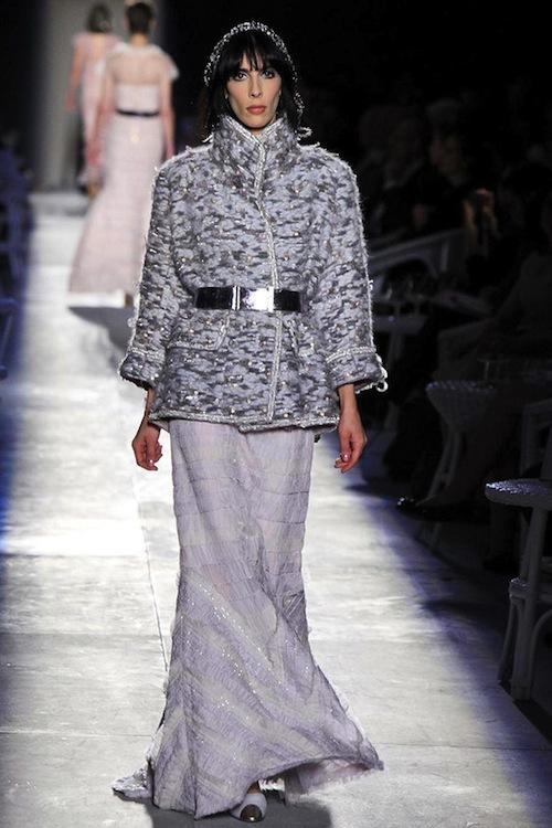 Foto de Chanel Alta Costura Otoño-Invierno 2012/2013: rosa, gris, brillos y nuevo vintage (60/61)
