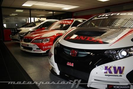 J.A.S. Motorsport, nos colamos en su cuartel general