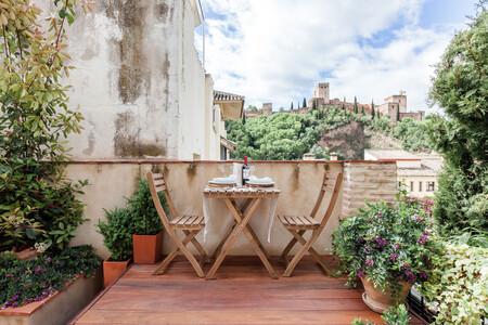 Alojamiento Airbnb Patio Con Vistas A La Alhambra En Granada Andalucia 2