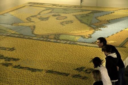 Rompen record creando el mosaico más grande del mundo con cartas coleccionables de Pokémon