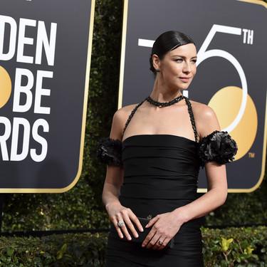 Caitriona Balfe no acierta con su Chanel en los Globos de Oro 2018