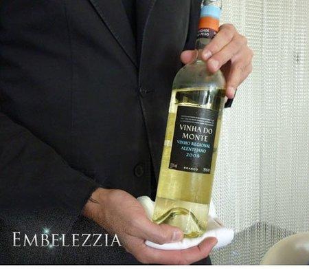Un buen camarero, ¿a quién sirve primero el vino? El orden de servicio a seguir