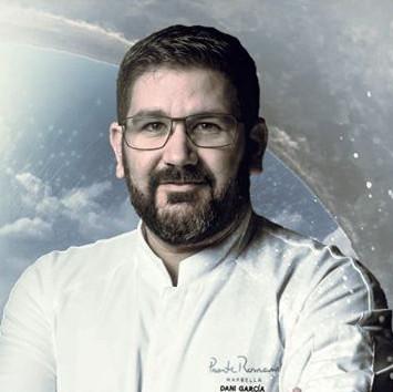 Polémica por la utilización que hace Dani García de las tres estrellas Michelin a las que renunció en la promo de sus restaurantes