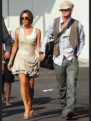 Victoria Beckham sigue diseñando, ahora vaqueros para ellos