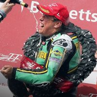 John McGuinness vuelve por todo lo alto a la competición venciendo en la Senior Classic TT