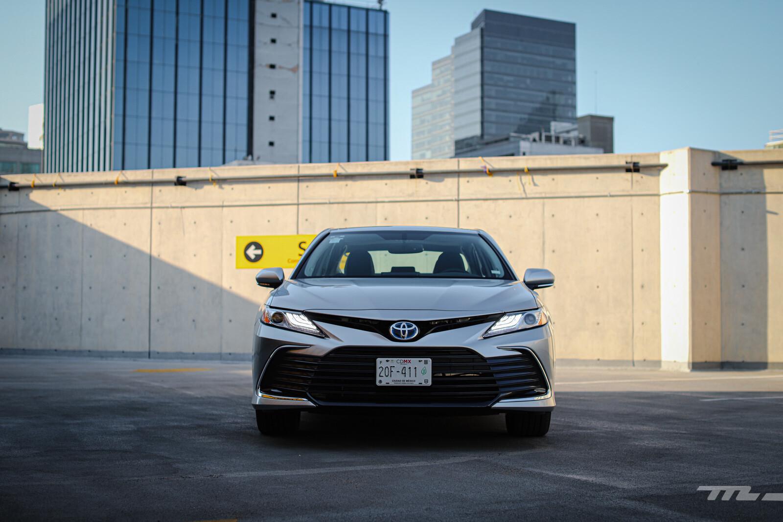 Foto de Toyota Camry Hybrid 2021 (6/38)