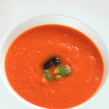 Receta de crema de tomate, zanahoria y jengibre, ideal para reconfortar el cuerpo por la noche