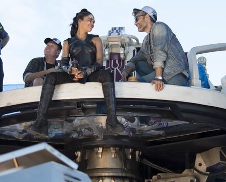 Tessa Thompson y Taika Waititi en el rodaje de Thor Ragnarok