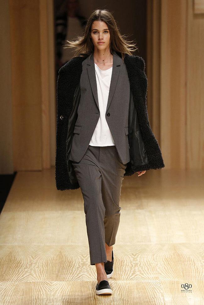 Foto de Mango abre la 080 Barcelona Fashion con su colección Otoño-Invierno 2014 y Toni Garrn (31/41)